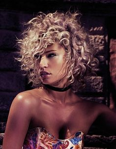 A medium blonde curly frizzy frizzed tight-curled hairstyle by Tigi - New Deko Sites Funky Short Hair, Short Thin Hair, Short Curls, Short Hair Cuts, Tight Curls, Medium Blonde Hair, Blonde Curly Hair, Frizzy Hair, Popular Short Hairstyles