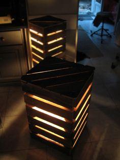 Lampes de chevet en forme de cube fait avec palettes