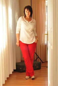 Smart Casual look. Red jeans, straight cut leg, medium waist from Miladys. Cream top with crochet design from Kohls. Nude pumps with black heels from Madison Shoes.