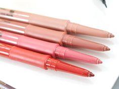 No utilices un delineador de labios de color similar al usar un tono brillante de lápiz labial. En lugar de eso delinea tus labios con un tono ligeramente más oscuro que el color de tus labios.