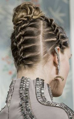 Holiday hair look: get inspired by red carpet and runways (The Blonde Salad) Holiday Hairstyles, Wedding Hairstyles For Long Hair, Latest Hairstyles, Formal Hairstyles, New Year Hairstyle, Natural Hair Styles, Short Hair Styles, Hair Repair, Hair Looks