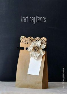 DIY gift bags: Use fancy edge punches along bag opening & punch holes across 1 inch below to weave thin ribbon or yarn through. Creative Bag, Creative Gift Wrapping, Creative Gifts, Wrapping Ideas, Wrapping Gifts, Craft Gifts, Diy Gifts, Kraft Bag, Theme Noel