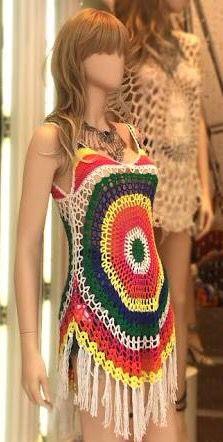 Vestido colorido crochê franjas