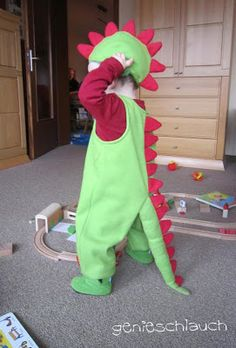 make giraffe costume yourself - giraffe kostüm selber machen Even though Carnival is over on Ash Wednesday today, I still want to show you the costumes of my little ones. Skunk Costume, Tiger Costume, Giraffe Print, Giraffe Costume, Unicorn Costume, Animal Costumes, Baby Costumes, Halloween Prints, Kids Fashion