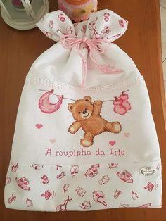 Saquinho primeira roupinha Bordado ponto cruz Cross Stitch Baby, Cross Stitch Patterns, Rico Design, Needlepoint, Baby Shower, Embroidery, Sewing, Handmade, Collection