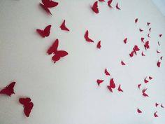 Kit com 50 borboletas. Com 5 diferentes tamanhos e formatos. Com as asas abertas elas variam de 7cm a 15 cm de largura.  EFEITO 3D SIMPLES Esse modelo de borboleta não possui os vincos nas asas. O efeito 3D simples é obtido com apenas dois vincos na junção das asas com o corpinho da borboleta. Assim as asas ficam levantadas e se sobressaem da parede.  Cada uma delas possui fita adesiva dupla face na parte detrás do corpinho para que els possam ser facilmente aplicadas em qualquer projeto…