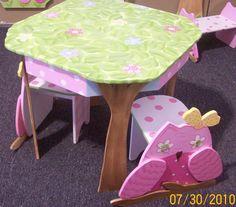 Oh so cute! Table & Chair set