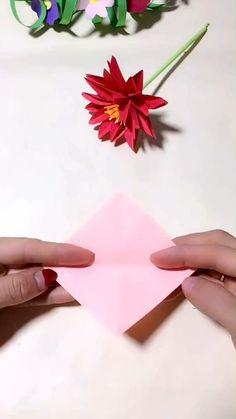 Instruções Origami, Paper Crafts Origami, Paper Crafting, Diy Origami Cards, Origami Gifts, Origami Videos, Origami Rose, Paper Flowers Craft, Flower Crafts