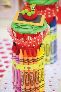 "Amazing ideas to throw a ""back-to-school-party"" for your little ones -back-to-school-dessert-stand School Cupcakes, School Cake, Cute Cupcakes, Back To School Party, Back To School Teacher, School Parties, School Fun, School Stuff, Apple Cake Pops"