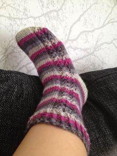 Mulle kaikki nyt heti!: Sukkia, sukkia - syksy tulee! Slipper Socks, Slippers, Knitting, Sun, Fashion, Tricot, Sock Knitting, Moda, Sneakers
