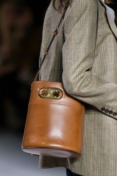 Celine Spring 2020 Fashion Show Details. All the fashion runway close-up details, shoes, and handbags from the Celine Spring 2020 Fashion Show Details. Fashion Week, Star Fashion, High Fashion, Paris Fashion, Fashion Bags, Fashion Accessories, Fashion Trends, Prada, Celine Bag