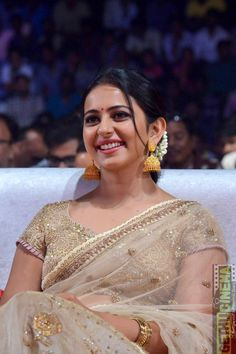 Rakul Preet Truly timeless masterpiece collections of Kanjeevaram Sarees by Bhargavi Kunam - Tikli.in- Fashion and Beauty Trends, Designer Collections, Exclusive Deals, Bollywood Style and Beautiful Bollywood Actress, Most Beautiful Indian Actress, Rakul Preet Singh Saree, Ethnic Sarees, Indian Sarees, Silk Sarees, Indian Blouse, Saree Look, Fashion Designer
