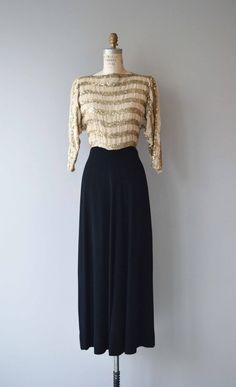 Vintage 1930s full length rayon dress with metallic gold striped bodice, 3/4 sleeves, bateau neckline, fitted waist and side closures. --- M E A S U R E M E N T S ---  fits like: small shoulder: 14 bust: 32-34 waist: 27 hip: up to 42 length: 55 brand/maker: Maurent Original condition: excellent  ✩ layaway is available for this item  To ensure a good fit, please read the sizing guide: http://www.etsy.com/shop/DearGolden/policy  ✩ more vintage dresses ✩ http:&...