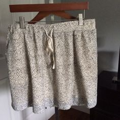 Lacy cream and black skirt This lacy skirt is very comfortable to wear around anywhere it's cute and comfy at the same time kind of short little above the knees! Worn couple Times and no scratches or spots! LOFT Skirts