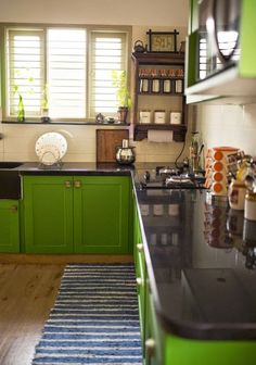This very bold green on the cabinets certainly makes a statement. Try Benjamin Moore Douglas Fir 2028-20 in Advance Pearl on the cabinets and OC-88 Indian White in Aura Matte on the walls. #calgarynorthdecorating #benjaminmoore