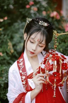 Chinese Clothing Traditional, Traditional Dresses, Anime Drawing Styles, Hot Japanese Girls, Red Floral Dress, China Girl, Hanfu, Ulzzang Girl, Costumes For Women