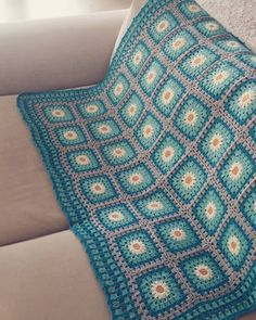 Wonderful Crochet Blanket Pattern Ideas and Designs - Page 27 of 45 - Daily Crochet! Crochet Square Patterns, Crochet Cardigan Pattern, Crochet Blanket Patterns, Baby Knitting Patterns, Stitch Patterns, Easy Crochet Blanket, Crochet Blankets, Crochet Baby, Crochet Carpet