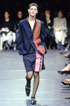 Comme des Garçons Fall 2000 Ready-to-Wear Undefined Photos - Vogue