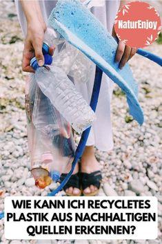 Im Gegensatz zu herkömmlichen Mode-Herstellern sind Öko-Mode-Labels oftmals transparenter und lassen ihre Kleidung häufiger zertifizieren. Wie hoch der Anteil an recyceltem Plastik ist, ist oft besser erkennbar. Auch werden Rohstoffe aus nachhaltigen und geprüften Quellen eingekauft. Das macht die Mode im Endeffekt etwas teurer als bei Billig-Anbieter, aber als Verbraucher weiss man dafür, was man trägt. #VeganeKleidung #KleidungRecycliert #RecyclierteKleidung #ZeroWasteKleidung Ethical Fashion Brands, Ethical Clothing, Vegan Lifestyle, Slow Fashion, Sustainable Fashion, Sustainability, Wellness, Fashion Styles, Sustainable Ideas
