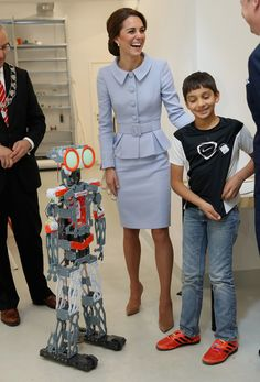Kate Middleton Photos Photos - Catherine, Duchess of Cambridge attends a robotics class at Bouwkeet workshop project for teenagers on October 11, 2016 in Rotterdam, Netherlands - The Duchess of Cambridge Visits The Netherlands