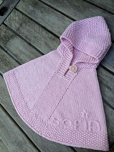 Ravelry: MarianVink's Sofia's poncho little peater Crochet Baby Poncho, Knitted Poncho, Knit Crochet, Knitting For Kids, Baby Knitting Patterns, Baby Patterns, Ravelry, Baby Pullover, Baby Coat