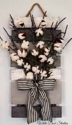 Farmhouse chic in an unexpected way. Faux lavender, rustic cotton stems and a rustic wood pallet come together to create a warm and inviting piece perfect for any room of your home. Wall hanging measures x x Rustic Wood Crafts, Rustic Farmhouse Decor, Country Decor, Rustic Decor, Farmhouse Chic, Country Charm, Farmhouse Ideas, Country Style, Unique Home Decor