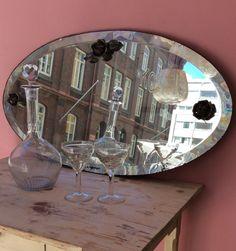 fasetthiottu ovaali kehyksetön peili 20 luvulta metallisilla ruusukeilla . korkeus 38.5 cm . leveys 71.5 cm . @kooPernu . VARATTU
