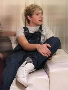 Niall in overalls ASDFGHJKLASDFGHJKLASDFGHJKKLASDFGHJKLASDFGHJKLASDFGHJKL <<< CAN YOU PULL THEM DOWN PLEASE
