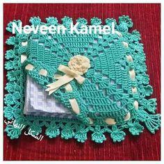 Tina's handicraft : crochet holder for napkins – Crochet - Servietten Crochet Sachet, Crochet Motifs, Crochet Squares, Filet Crochet, Crochet Gifts, Crochet Doilies, Crochet Flowers, Knit Crochet, Crochet Patterns