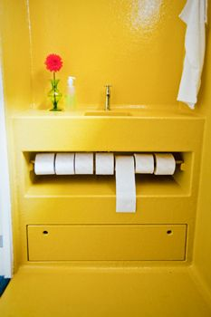Badkamer opknappen of verbouwen   vtwonen Shades Of Yellow, 50 Shades, Yellow Interior, Yellow Bathrooms, Happy Colors, Bathroom Renovations, Picture Wall, Modern Bathroom, Home Projects