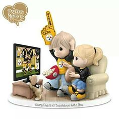 Every Day Is A Touchdown With You Steelers Figurine: A first ever! Limited-edition NFL-licensed Precious Moments figurine celebrates Steelers and your sweetheart Go Packers, Green Bay Packers Fans, Steelers Gear, Pittsburgh Steelers, Steelers Stuff, Cold Porcelain Jewelry, Betty Boop Pictures, Precious Moments Figurines, Thing 1