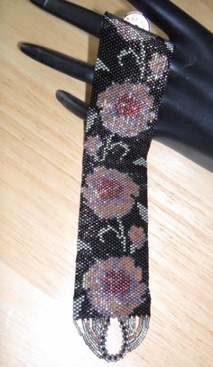 Moonlight Flowers  PDF Beadweaving Pattern par StarwavesDesigns, £4.00 Nice way to finish the loop.
