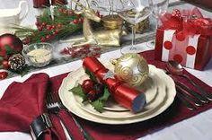 Como decorar la mesa de Navidad http://telasyconfeccion.wordpress.com/2014/12/23/como-decorar-la-mesa-de-navidad/