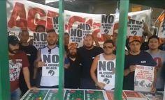 Trabajadores despedidos de Clarín llamar a no comprar el diario  Piden publicamente no adquirir publicaciones del multimedio hasta no ser reincorporados. Mantienen la toma en la planta de Pompeya.