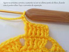 Ces centre en même temps que crochet les plus basi - Tricot Pontos Yellow Pattern, Create Your Own, Crochet Necklace, Crochet Dresses, Crochet Table Runner, Farmhouse Rugs, Yellow Centerpieces, Tricot, Symbols