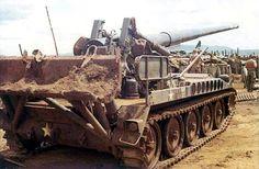 Self-propelled 175mm howitzer