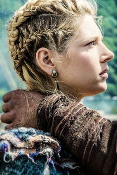 Lagertha's Braids... awesome and so beautiful, I'm in love with her hairstyles!