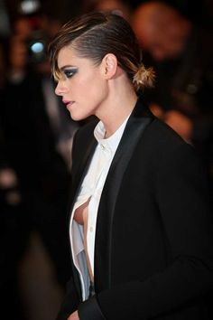 Kristen Stewart yes here Kiss your sexy hot beauty i love Kristen Stewart Kiss, Kristen Stewart Pictures, Kristen Stewart Movies, Kirsten Stewart, Robert Pattinson, Hollywood Celebrities, Hollywood Actresses, Beautiful Celebrities, Beautiful Actresses