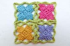 How to Crochet * Mille fiori crochet flower from knitaholics.com