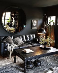 Dark walls and great styling. Dark walls and great styling. The post Dark walls and great styling. appeared first on Pallet Ideas. Dark Living Rooms, Home And Living, Dark Bedrooms, Gothic Living Rooms, Bold Living Room, Cozy Living, Frugal Living, Small Living, Modern Living