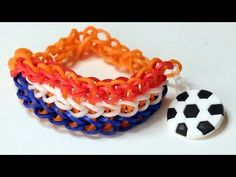 ▶ Rainbow loom Nederlands - Triple Single armband (WK VOETBAL) || Loom bands, tutorial, how to - YouTube
