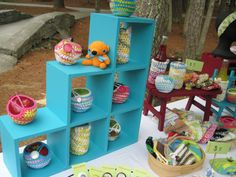 Everyday Inspired: DIY Friday - Craft Show Display Ideas Stall Display, Vendor Displays, Craft Booth Displays, Display Ideas, Booth Ideas, Display Shelves, Jewelry Displays, Art And Craft Shows, Craft Show Ideas
