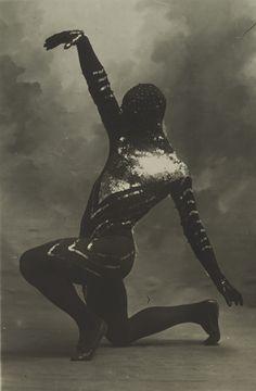Vaslav Nijinsky - Les Orientales - La Danse Siamoise 1910   http://youtu.be/s63YMTB3BV0