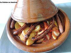 La meilleure recette de Tajine aux pommes de terre et merguez! L'essayer, c'est l'adopter! 5.0/5 (1 vote), 3 Commentaires. Ingrédients: 15 pommes de terre 1 poivron rouge 1 oignon 1 gousse d'ail 1 c à c de Ras el Hamout 1 boîte de chair de tomates au basilic Sel Poivre 10 merguez