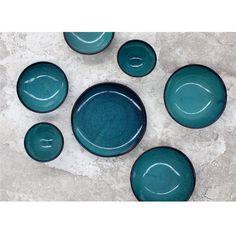 Je zet de mooiste en lekkerste desserts op tafel met dit prachtige bord van Serax. Het Aqua dessertbord heeft een compact formaat en is daardoor ideaal voor het serveren van nagerechten. Bovendien is het materiaal geschikt voor in de magnetron!