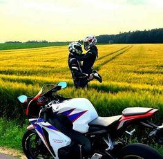 Summer road trip fun with the honey! Bike Couple, Motorcycle Couple, Scooter Motorcycle, Motorcycle Travel, Motocross, Biker Chick, Biker Girl, Sports Couples, Cute Love Couple