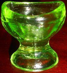 Green Vaseline uranium glass Eye wash / rinse cup holder glows yellow canary art
