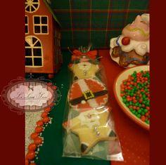 Bolachas personalizadas para o Natal! Por Giselle Minella KIT MIMOS DE NATAL. Sabores sugeridos: Baunilha, chocolate, ovomaltine, canela, nozes e morango. Encomende pelo blog: www.lelieusucre.c.