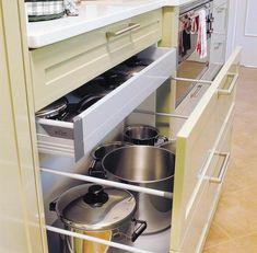 57 Practical Kitchen Drawer Organization Ideas | Shelterness    il diavolo fa le pentole e anche i coperchi