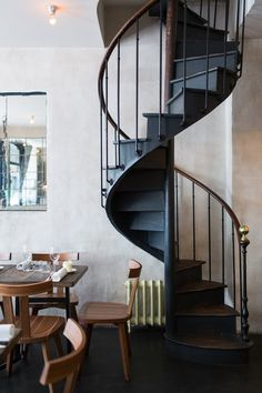 Where to eat - Paris city guide Flat Interior, Interior Stairs, Interior Styling, Inside Shop, Stairs Architecture, Loft, Stairway To Heaven, Spiral Staircase, Home Additions